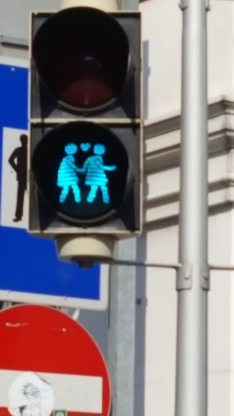 photo of an inclusive pedestrian light, Wien, Österreich
